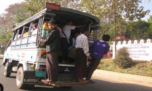 Zdjęcie MYANMAR / Yangon / gdzieś na drodze / Transport publiczny