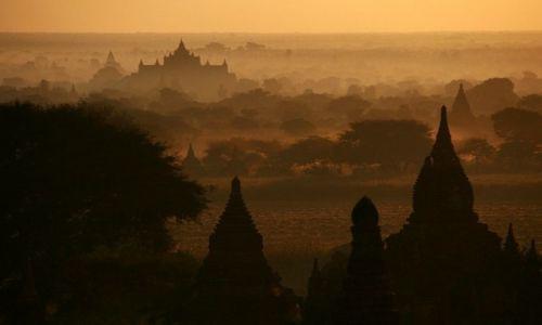 Zdjecie MYANMAR / Bagan / Bagan / Magia