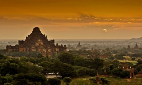 MYANMAR / - / Bagan / Poranek w Bagan