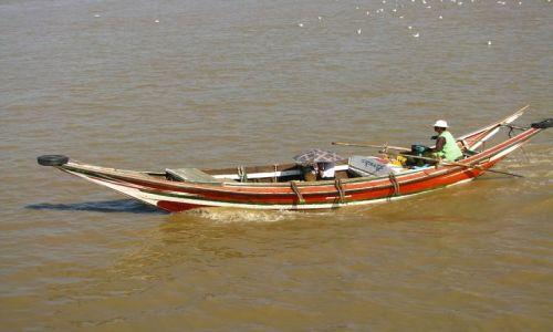 Zdjęcie MYANMAR / Yangon / Yangon / rzeka Yangon