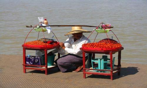 Zdjęcie MYANMAR / Delta Yrawadi / miasteczko Dilah / przystań promowa