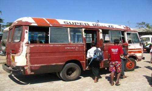 Zdjęcie MYANMAR / Delta Yrawadi / miasteczko Dilah / autobus Super De Luxe