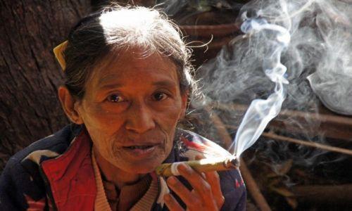 Zdjecie MYANMAR / Myanmar / targowisko / Chwila odprężenia