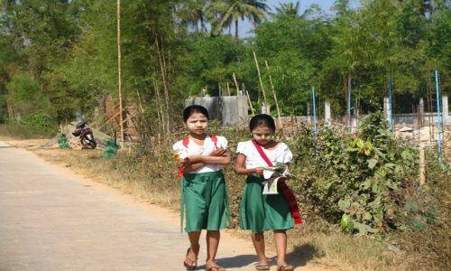 Zdjęcie MYANMAR / Delta Yrawadi / Twante / mieszkańcy Twante