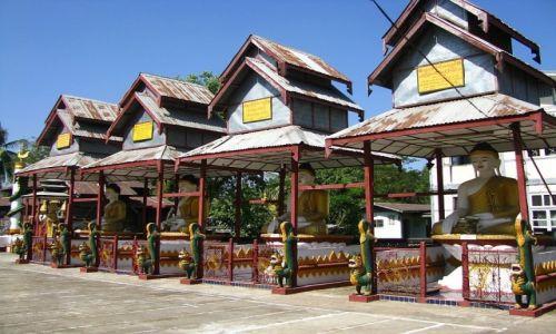 Zdjęcie MYANMAR / Delta Yrawadi / Dilah / wiejski klasztor