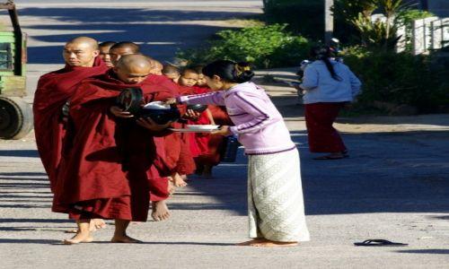 Zdjęcie MYANMAR / - / Kalaw / z szacunkiem