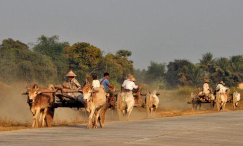 MYANMAR / Birma / Birma / Na autostradzie