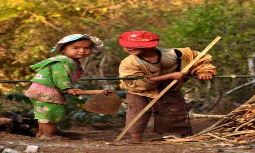 MYANMAR / Region Shan / Góry Shan / Zabawa