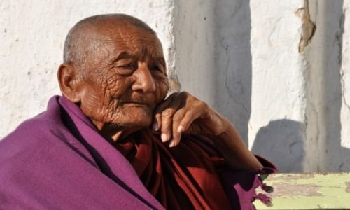 Zdjecie MYANMAR /  Nyaungshwe / Okolice jeziora Inle  / Mnich
