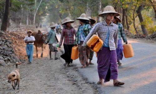 Zdjęcie MYANMAR / w drodze / wieś / Koleżanki
