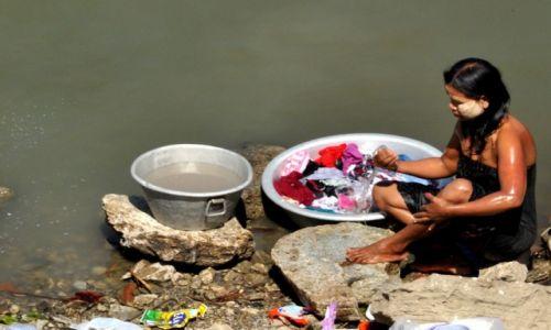 Zdjęcie MYANMAR / Mandalay / Mandalay / Pranie i  nie tylko:)