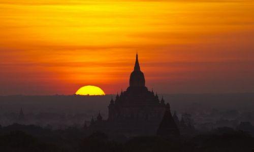 Zdjęcie MYANMAR / Bagan / Bagan / Wschód słońca nad Baganem