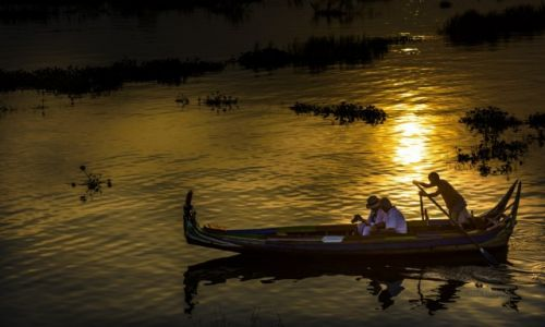 Zdjecie MYANMAR / Mandalay / Taung Tha Man Lake / Amarapura, zachód słońca