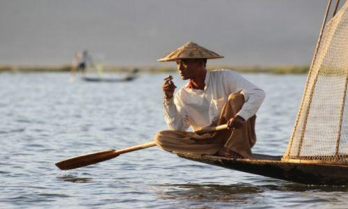 Zdjęcie MYANMAR / Inle Lake / Inle Lake / Rybak- pozer