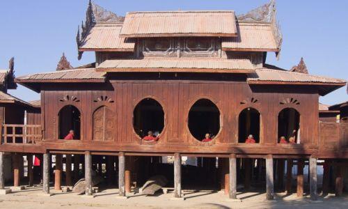 Zdjęcie MYANMAR / Inle Lake / klasztor Nyaung Shwe / Główki
