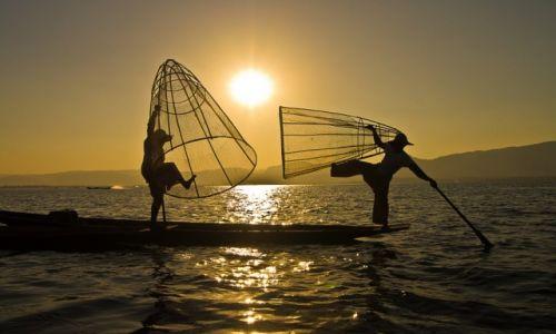 MYANMAR / Inle Lake / tamże / Rybacy magicy