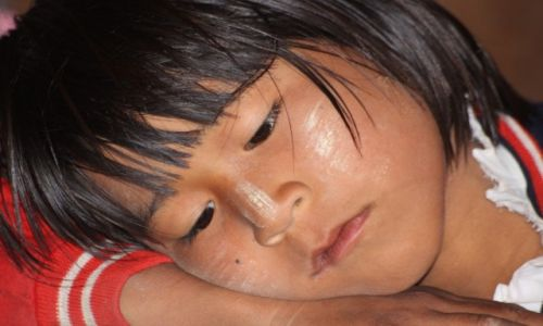 Zdjęcie MYANMAR / Inle Lake / w szkole / smutek