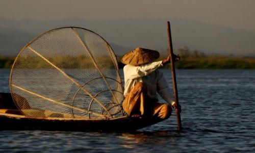 Zdjęcie MYANMAR / Inle Lake / Inle Lake / Koniec dnia.