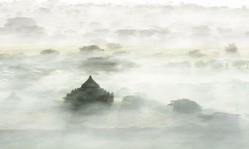 Zdjecie MYANMAR / Bagan / Bagan / Bagan wśród mgieł