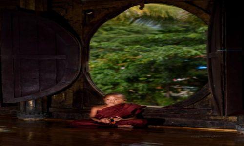 Zdjęcie MYANMAR / Inle / Shwe Yan Pyay / Młody mnich w Shwe Yan Pyay 2