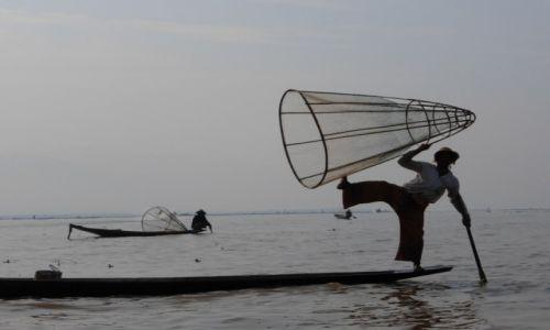 Zdjecie MYANMAR / Szan / Jezioro Inle / Akrobacje wodne