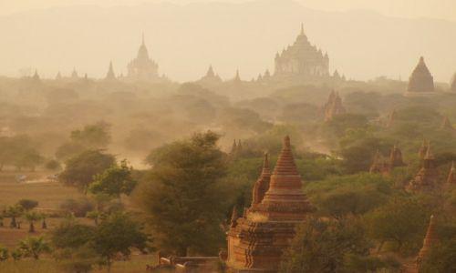 Zdjecie MYANMAR / Mandalaj / Bagan / Przed zachodem