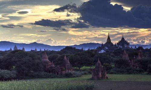 Zdjecie MYANMAR / Bagan / Stary Bagan / Zmierzch nad krainą tysiąca stup