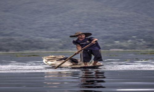 Zdjecie MYANMAR / Jezioro Inle / Inle / Rybak