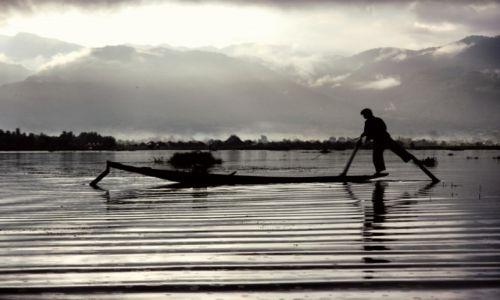 Zdjecie MYANMAR / Jezioro Inle / Jezioro Inle / wschód nad Jeziorem Inle