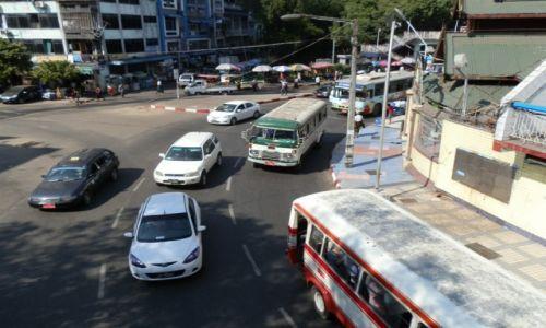 Zdjecie MYANMAR / Rangon / Dawna stolica / Ruch wok� pago