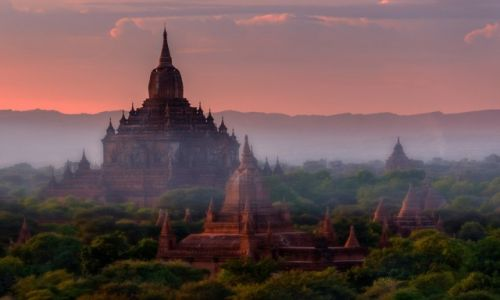 Zdjęcie MYANMAR / Bagan / Bagan / Htilominlo temple Bagan