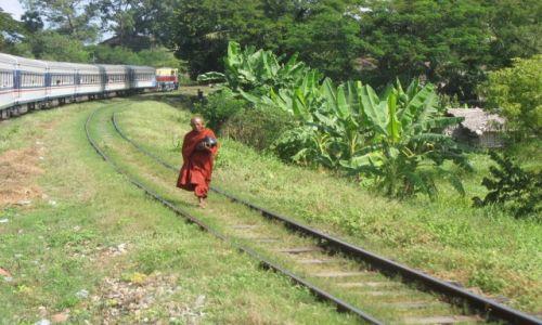 Zdjecie MYANMAR / - / Gdzieś w drodze do Mandalay / W PRZECIWNYCH kierunkach ?
