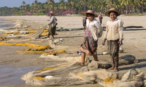 Zdjęcie MYANMAR / Ngwe Saung Beach / Ngwe Saung Beach / Suszenie sieci - kobieca robota