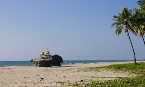 Zdjęcie MYANMAR / Ngwe Saung Beach / Ngwe Saung Beach / Osobliwe stupy