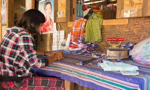 Zdjecie MYANMAR / Monywa District / wioska po drodze / U krawcowej