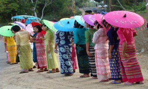 Zdjęcie MYANMAR / środkowy Myanmar / gdzieś po drodze... / Parasolki, parasolki...