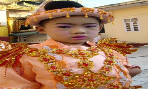 Zdjęcie MYANMAR / Prowincja Mandalaj / Mandalaj-Kuthodaw Paya / Chyba nie chcę do klasztoru ;)