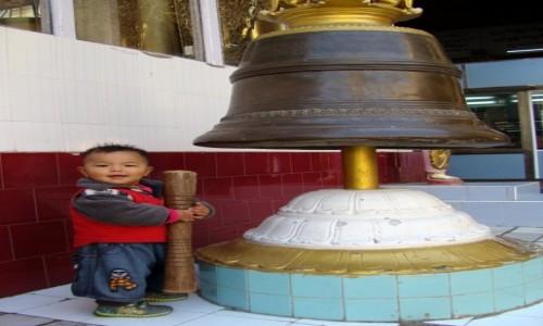 Zdjęcie MYANMAR / środkowy Myanmar / Mandalaj / Birmańczyk