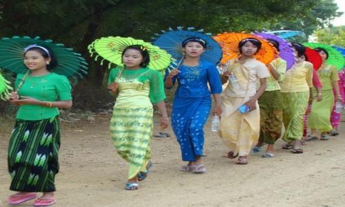 Zdjęcie MYANMAR / - / gdzieś po drodze / Na imprezę