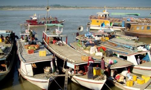 MYANMAR / Sagaing / w drodze do Mingunu / Nad Irawadi