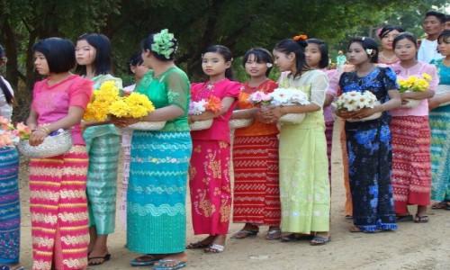 Zdjecie MYANMAR / gdzieś po drodze / - / Kolorowo i kwie