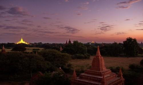 Zdjecie MYANMAR / Bagan / Bagan / W oczekiwaniu n
