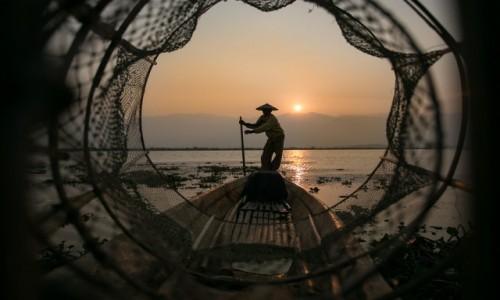 MYANMAR / Taunggyi / Inle Lake / słoneczny wioślarz