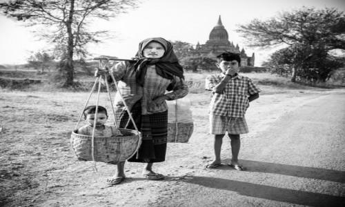 Zdjecie MYANMAR / Bagan / Pagan / rodzina