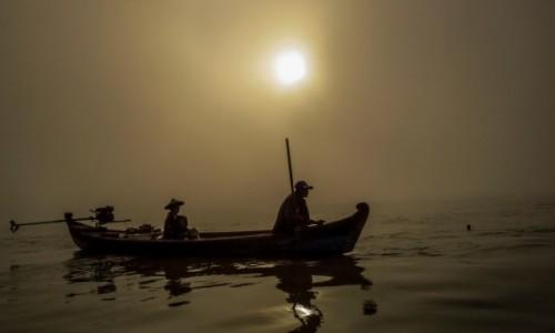 MYANMAR / Bagan / rzeka / Blask