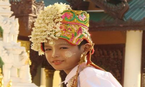 Zdjecie MYANMAR / Yangon / Yangon / młodzieniec