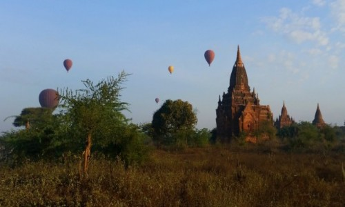 Zdjecie MYANMAR / Prowincja Mandalaj / Pagan / Wczesnym rankiem