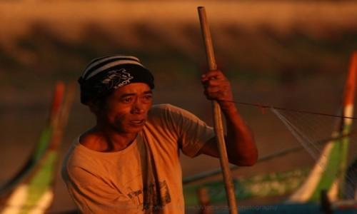 MYANMAR / Mandalaj / Amarapura / Myanmar (Birma) rybak z Amarapura