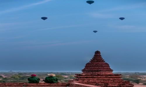 Zdjecie MYANMAR / Bagan / Pagan / zapatrzeni