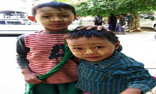Zdjecie MYANMAR / okolice Mandalay / Amarapuraaa / koledzy